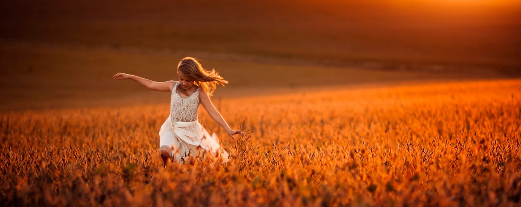 /images/pageimages/Girl_in_field_1800x720_20141205154833.jpg